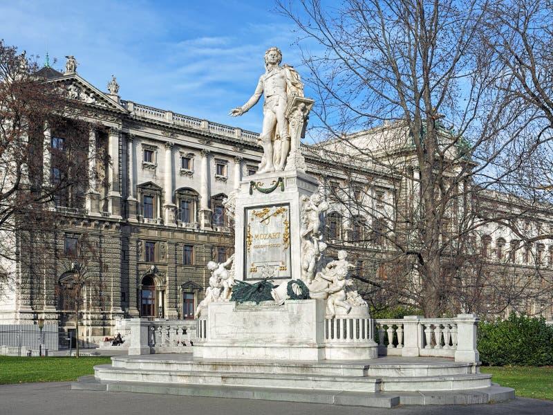Het monument van Mozart in Burggarten-park van Wenen, Oostenrijk stock foto's