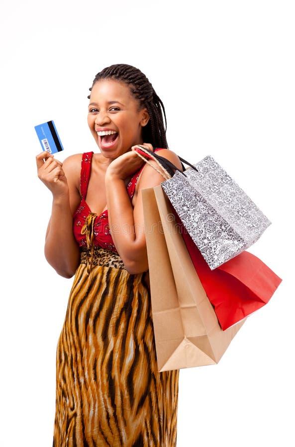 Het mooie Afrikaanse vrouw winkelen royalty-vrije stock afbeelding
