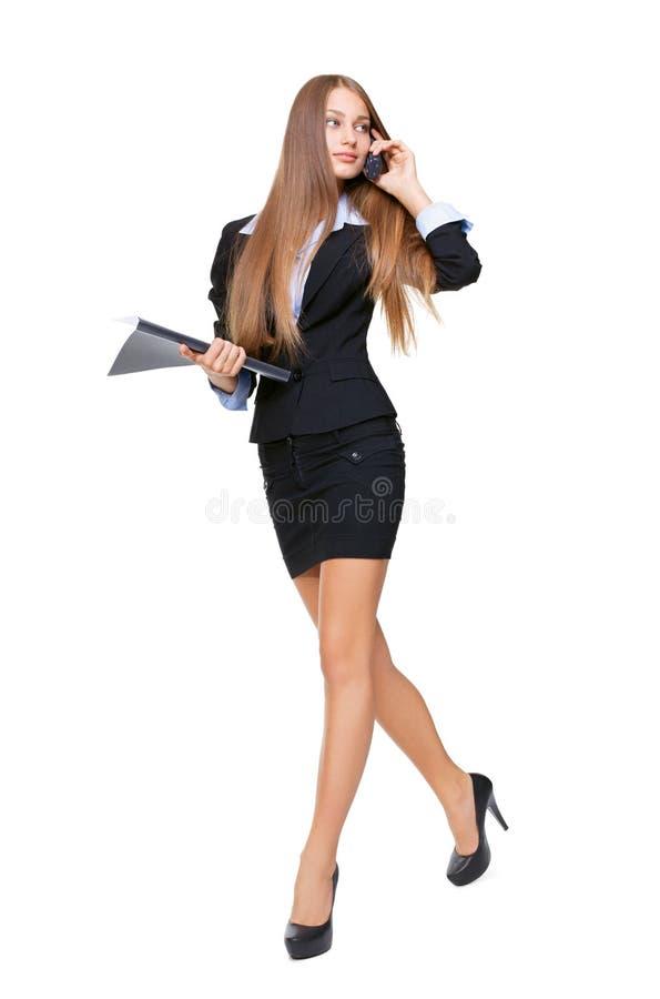 Het mooie bedrijfsvrouw lopen stock afbeeldingen