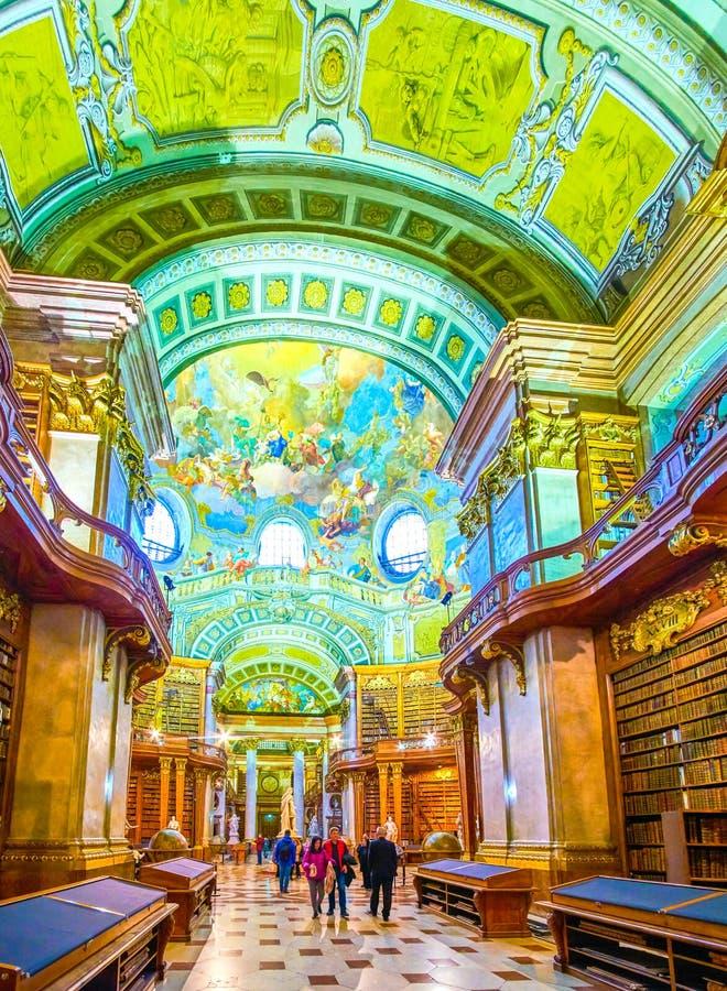Het mooie binnenland van Nationale Bibliotheek in Wenen, Oostenrijk stock fotografie