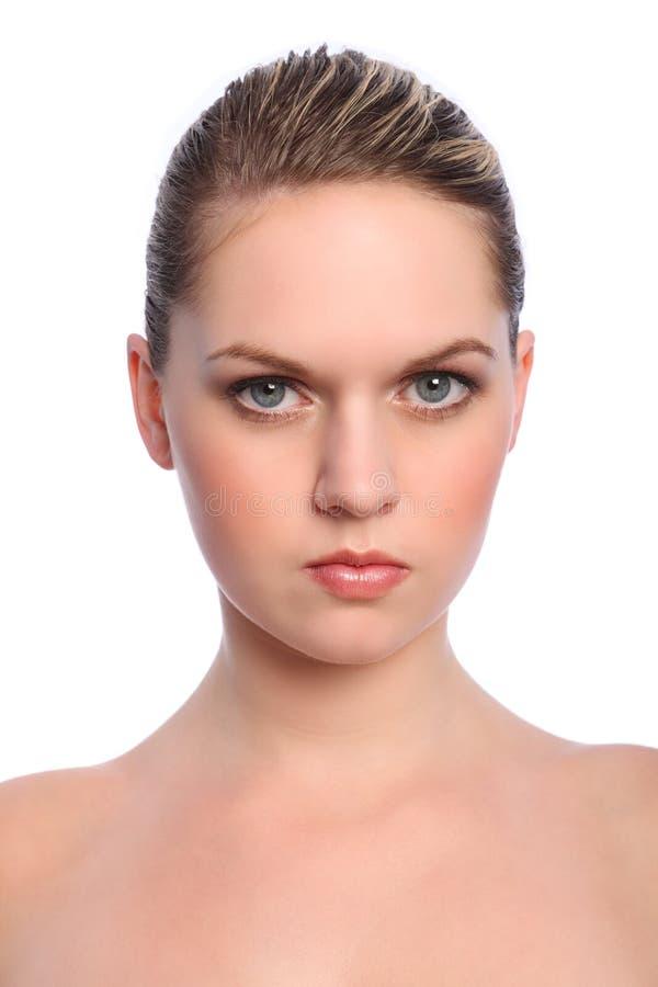 Het mooie blonde natuurlijke meisje maakt omhoog blauwe ogen stock foto's