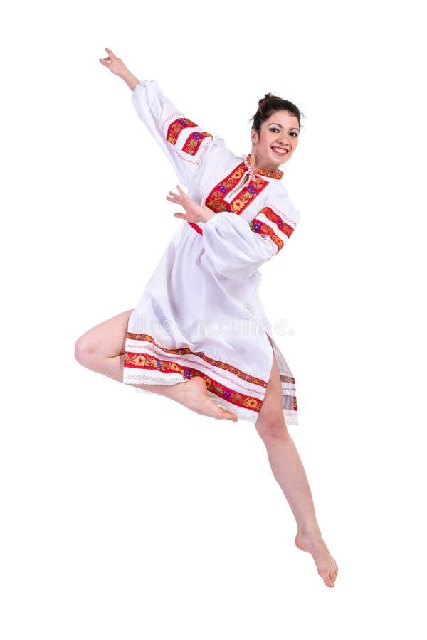 Het mooie dansende meisje in Oekraïens poetsmiddel nationaal traditioneel kostuum kleedt gelukkige glimlach, volledig geïsoleerd  royalty-vrije stock foto's
