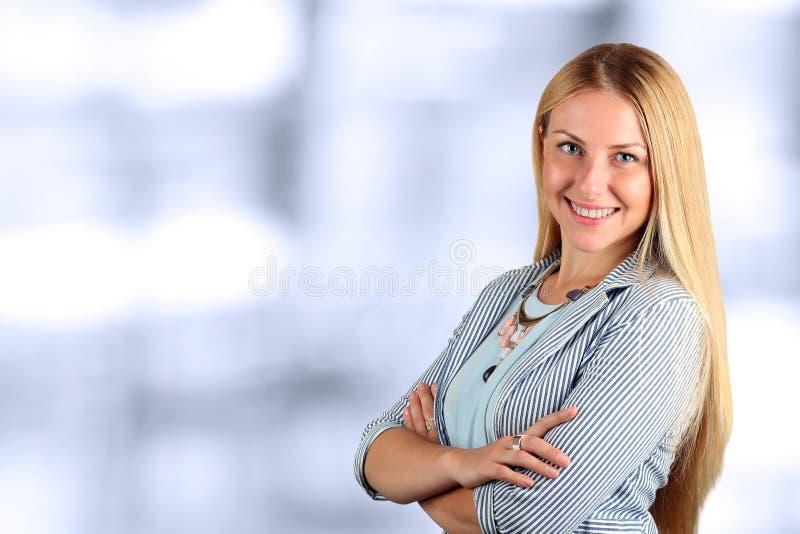 Het Mooie het glimlachen bedrijfsvrouwenportret stock foto's