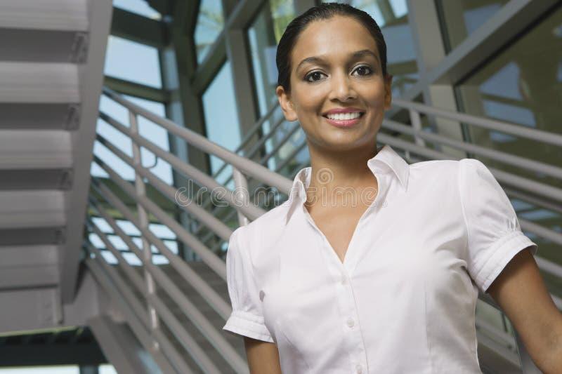 Het mooie Indische Vrouw Glimlachen stock afbeelding