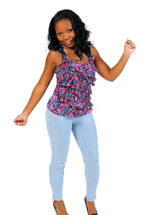 Het mooie jonge Afrikaans-Amerikaanse vrouw dansen royalty-vrije stock foto