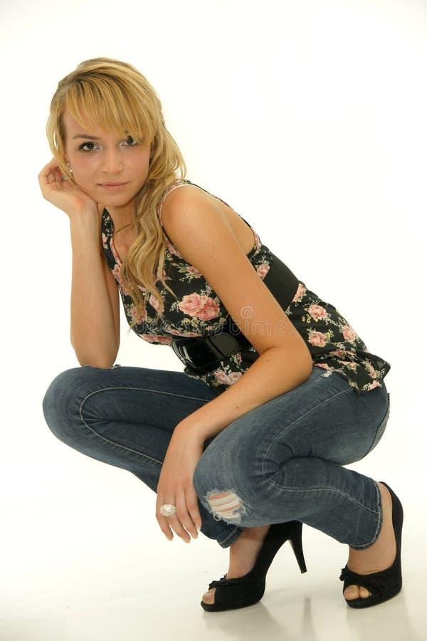 Het mooie jonge blonde model stellen stock afbeeldingen