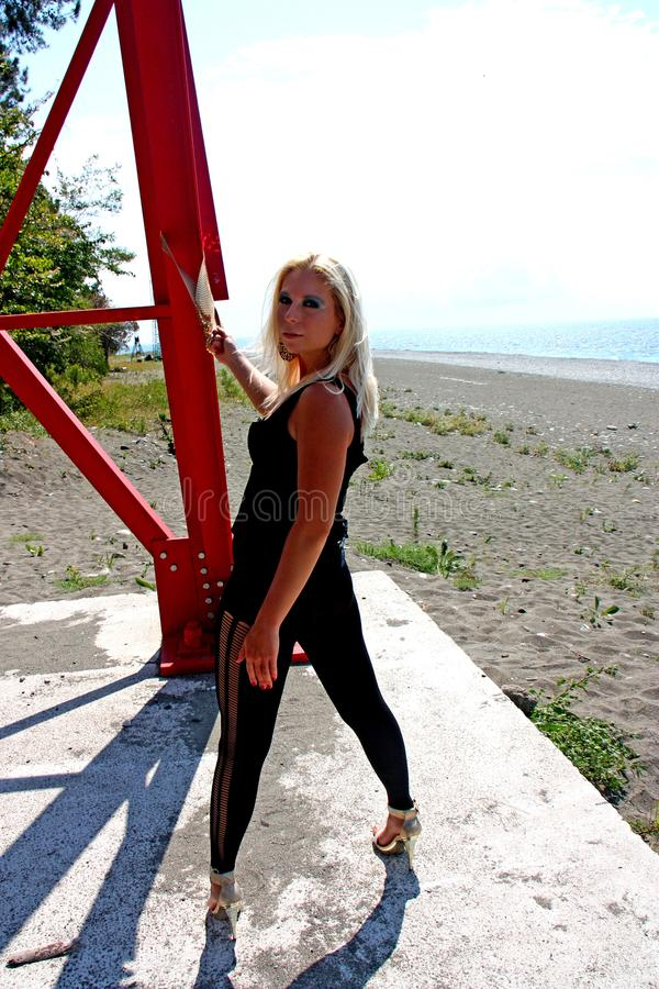 Download Het mooie jonge meisje stock foto. Afbeelding bestaande uit toevallig - 114228042