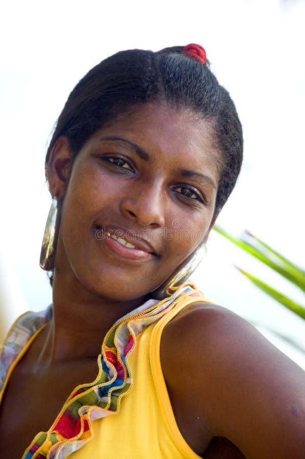 Het mooie jonge nicaraguan vrouw glimlachen royalty-vrije stock fotografie