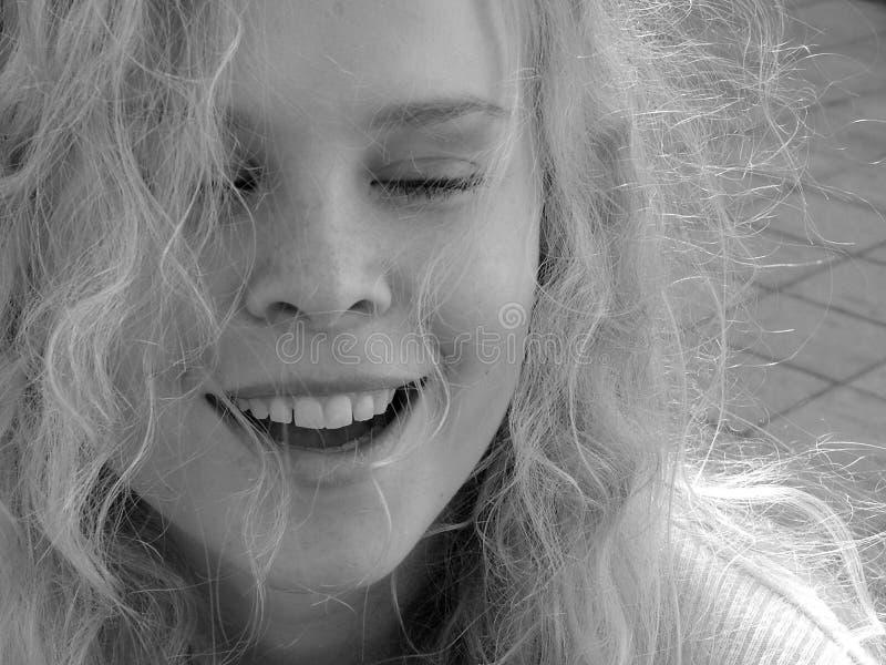Het mooie jonge vrouw glimlachen royalty-vrije stock fotografie