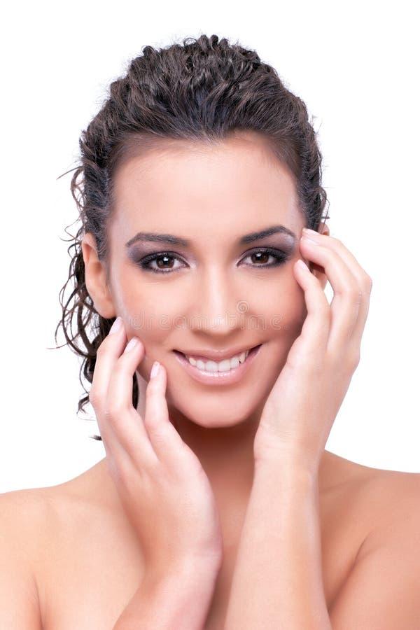 Het mooie jonge vrouw glimlachen geïsoleerd op wit ba stock foto's