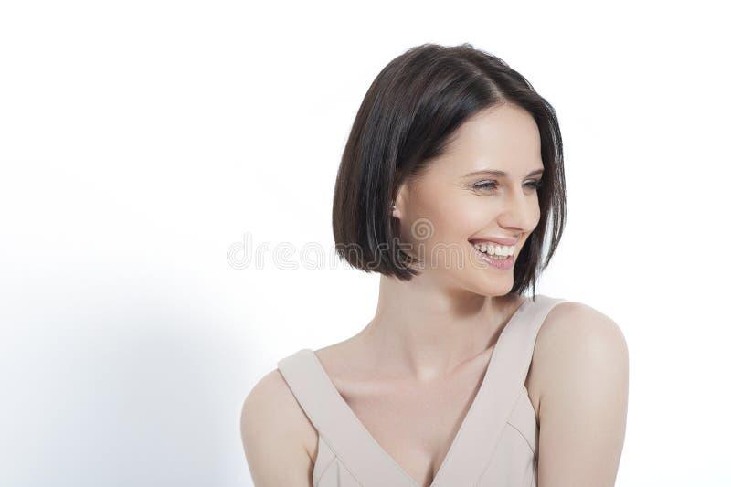 Het mooie jonge vrouw stellen in kleding royalty-vrije stock foto