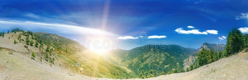 Download Het Mooie Landschap Van De Berg Stock Foto - Afbeelding bestaande uit hoogte, pieken: 54087936