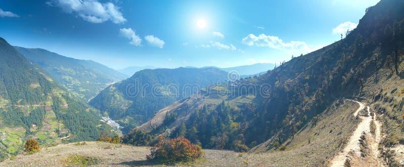 Download Het Mooie Landschap Van De Berg Stock Afbeelding - Afbeelding bestaande uit berg, gebieden: 54088013