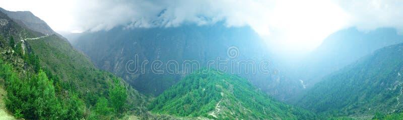 Download Het Mooie Landschap Van De Berg Stock Foto - Afbeelding bestaande uit everest, wandeling: 54088070
