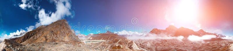 Download Het Mooie Landschap Van De Berg Stock Foto - Afbeelding bestaande uit blauw, openlucht: 54088114
