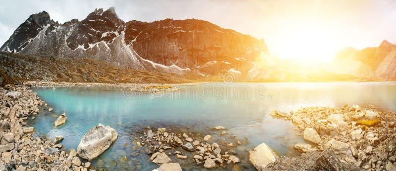 Download Het Mooie Landschap Van De Berg Stock Foto - Afbeelding bestaande uit waaier, panorama: 54088152