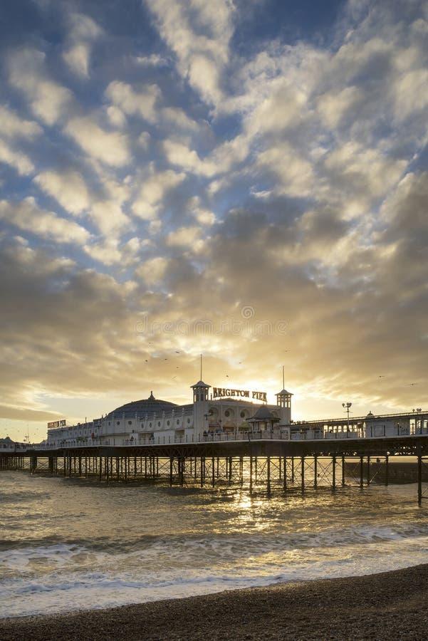 Het mooie landschap van de de Winterzonsondergang van Brighton Pier op het zuiden stock foto