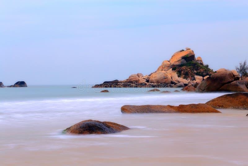 Het mooie landschap van het strand in het eiland van shantounanao, Guangdong, China stock foto