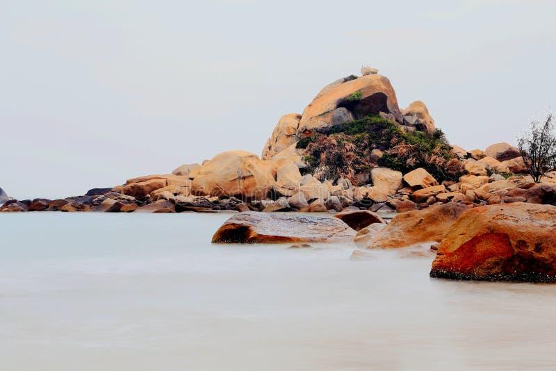 Het mooie landschap van het strand in het eiland van shantounanao, Guangdong, China stock afbeelding
