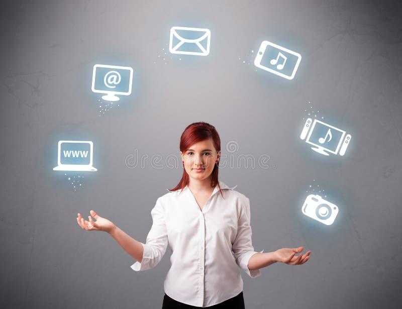 Download Het Mooie Meisje Jongleren Met Met Elecrtonic Apparatenpictogrammen Stock Afbeelding - Afbeelding bestaande uit juggling, juggler: 39100357
