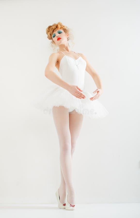 Het mooie meisje kleedde zich als ballerina. Maniermake-up. royalty-vrije stock foto