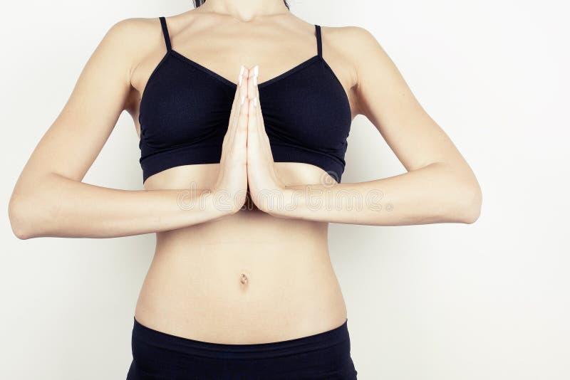 Het mooie meisje mediteren in yoga stelt royalty-vrije stock foto