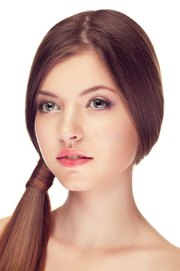 Het mooie meisje met perfecte huid en maakt omhoog stock afbeelding