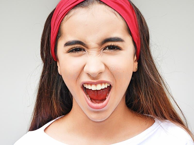 Download Het Mooie Meisje Schreeuwen Stock Afbeelding - Afbeelding bestaande uit tiener, wijfje: 107702187