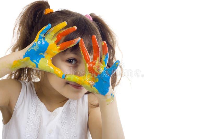 Het mooie meisje spelen met kleuren stock afbeeldingen