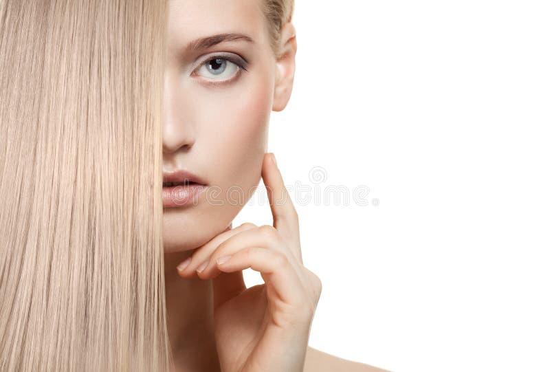 Het mooie Meisje van de Blonde. Gezond Lang Haar stock fotografie