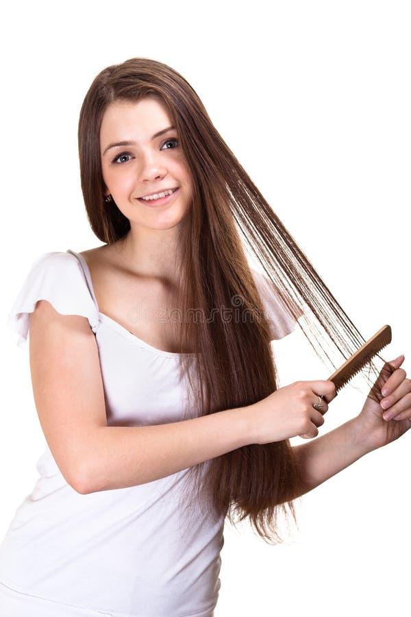 Het mooie meisje van de de jeugdtiener met kam stock foto