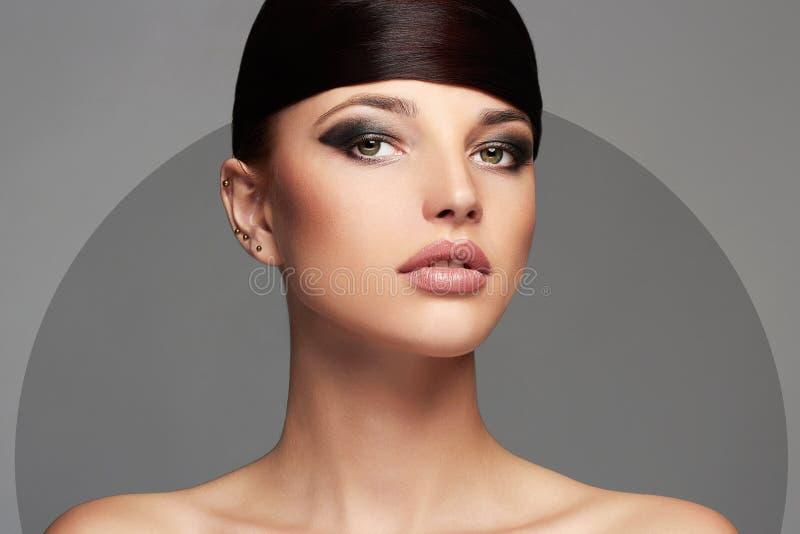 Het Mooie Meisje van de manier hairstyle Jonge schoonheidsvrouw stock foto