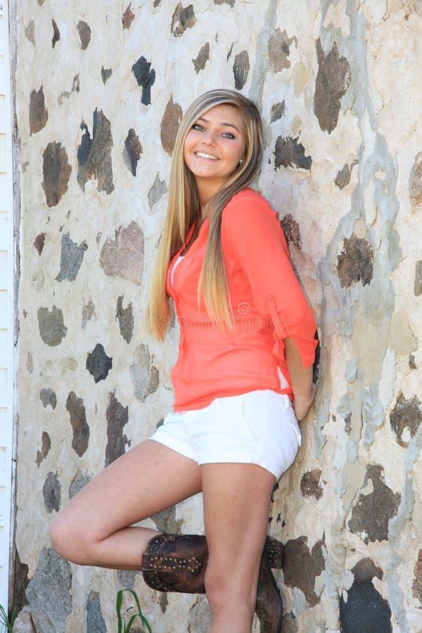 Het mooie Meisje van het Land van de Blondemiddelbare school Hogere stock fotografie