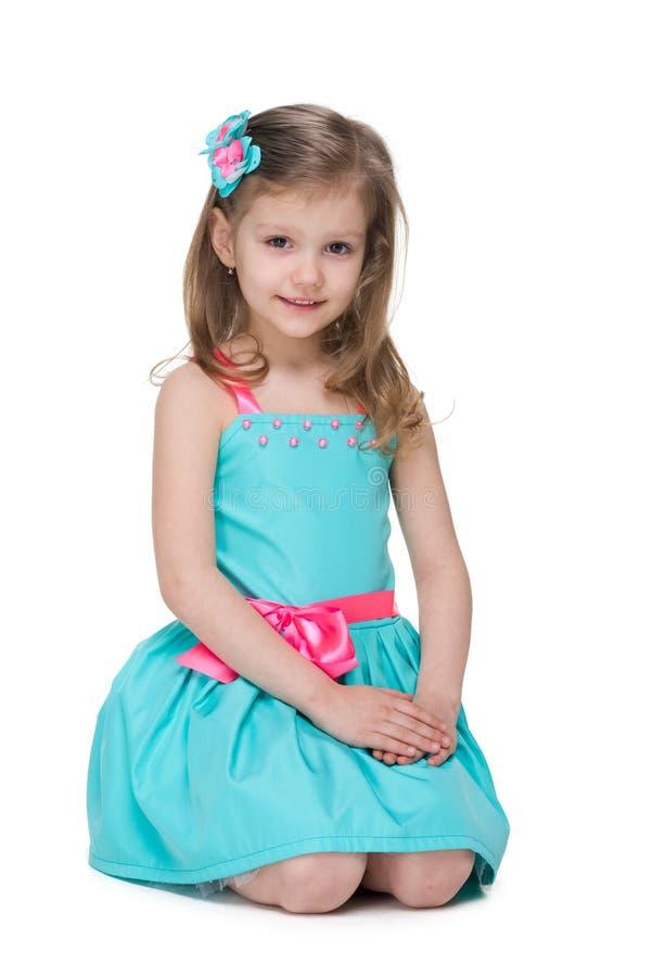 Het mooie meisje zit royalty-vrije stock fotografie