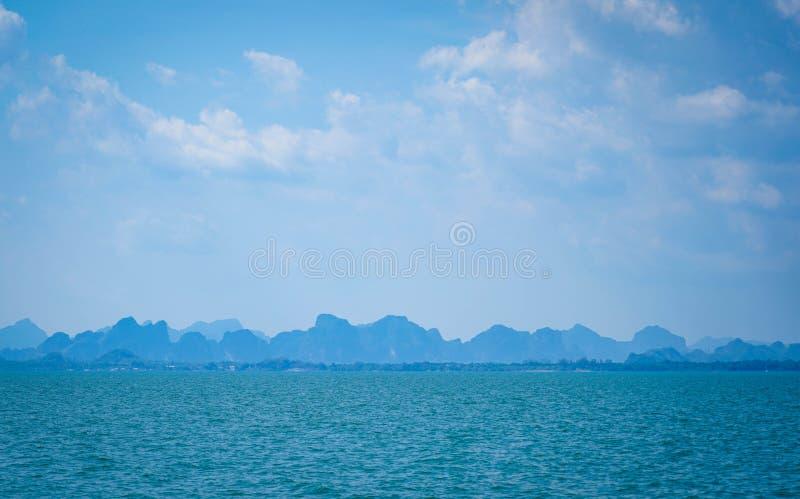 Het mooie oceaanlandschap van de zeegezichthemel van aard stock afbeelding