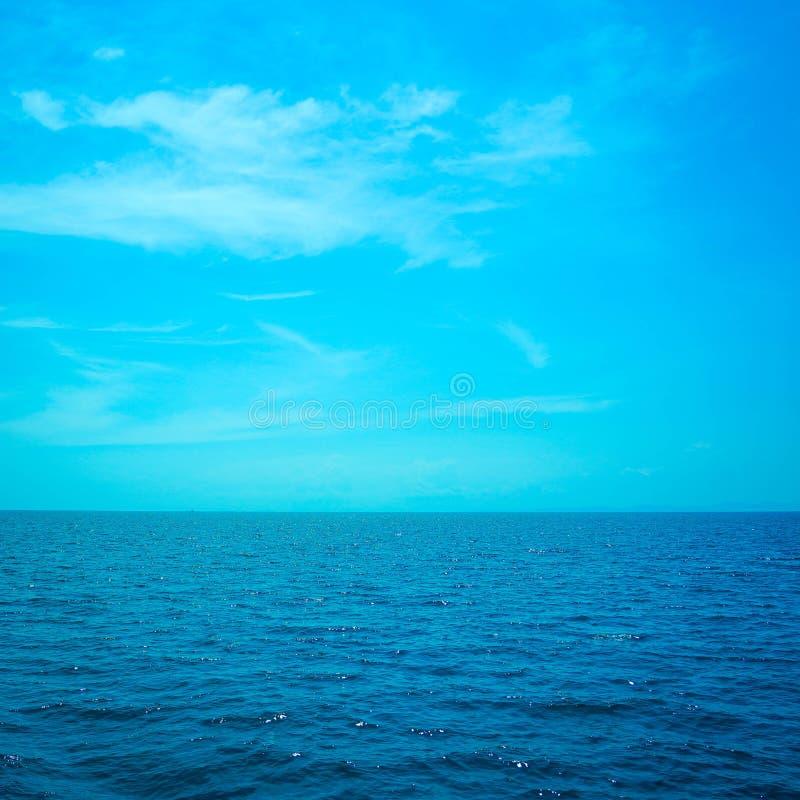 Het mooie oceaanlandschap van de zeegezichthemel van aard royalty-vrije stock afbeelding