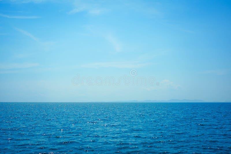 Het mooie oceaanlandschap van de zeegezichthemel van aard royalty-vrije stock foto's