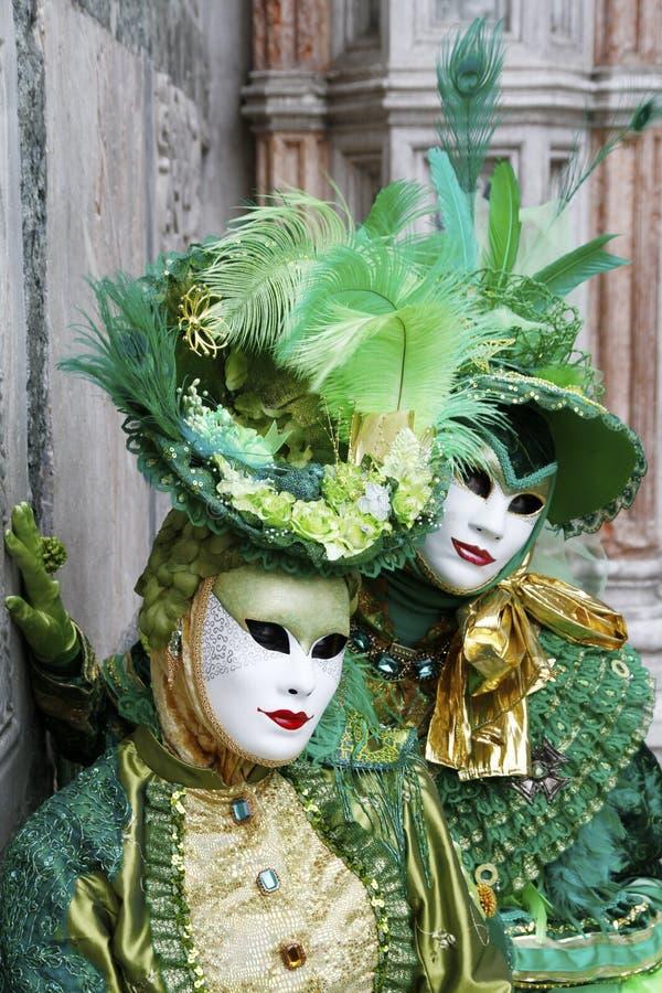Het mooie paar van maskers bij St merkt vierkant tijdens Carnaval van Venetië Italië royalty-vrije stock fotografie