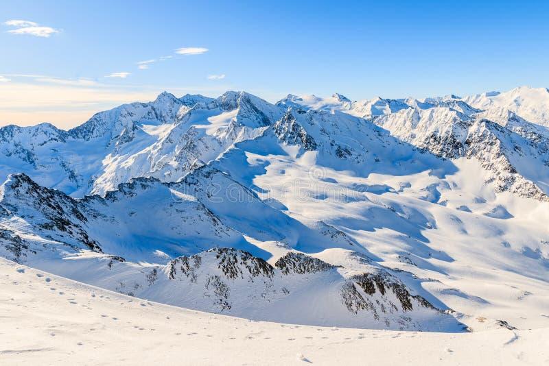 Het mooie panorama van de de winterberg op Obergurgl-skigebied, Tirol, Oostenrijk royalty-vrije stock foto