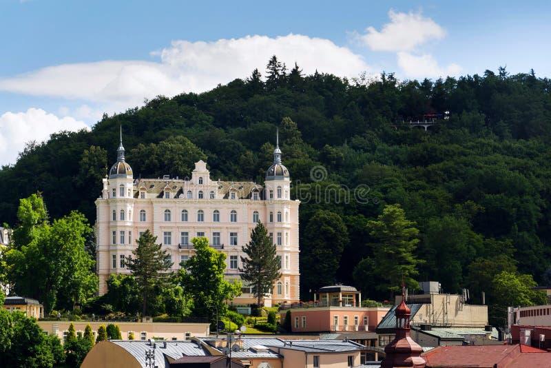 Het mooie panorama van kuuroordstad Karlovy varieert, Tsjechische Republiek royalty-vrije stock foto
