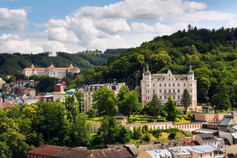 Het mooie panorama van kuuroordstad Karlovy varieert, Tsjechische Republiek royalty-vrije stock afbeeldingen