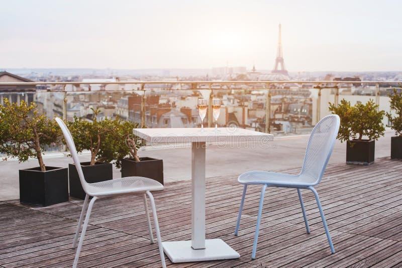 Het mooie restaurant van het luxedak in Parijs royalty-vrije stock foto