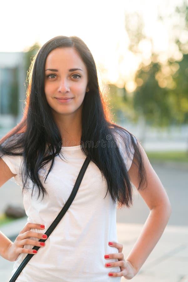 Het mooie schoolmeisje glimlachen royalty-vrije stock foto