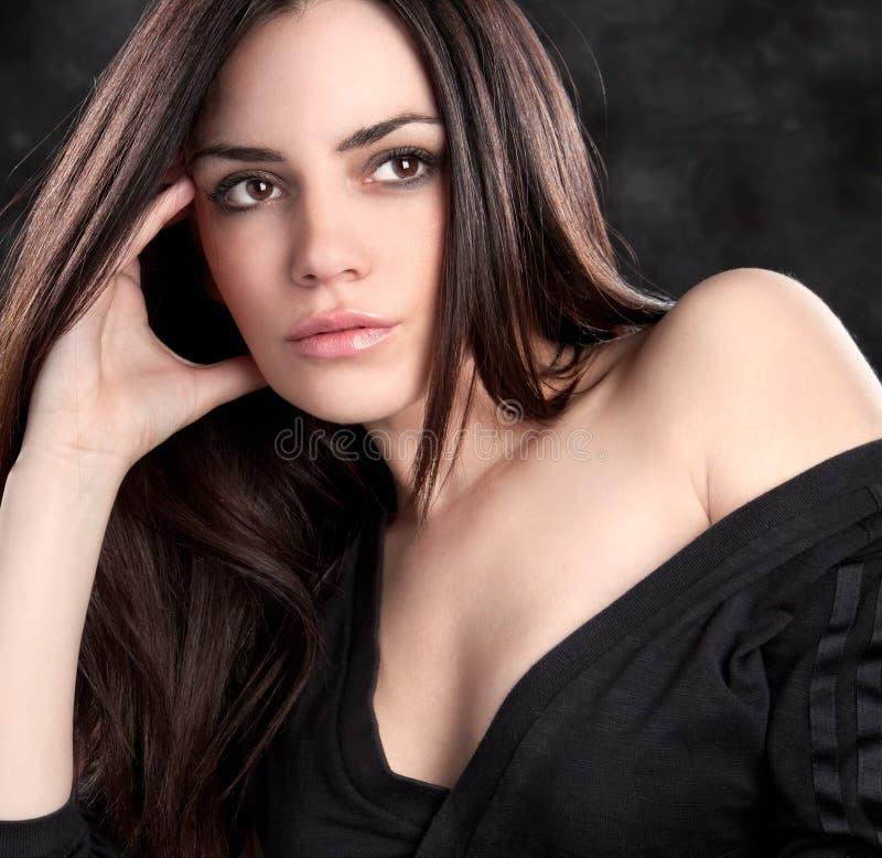 Het mooie sensuele vrouw stellen stock fotografie
