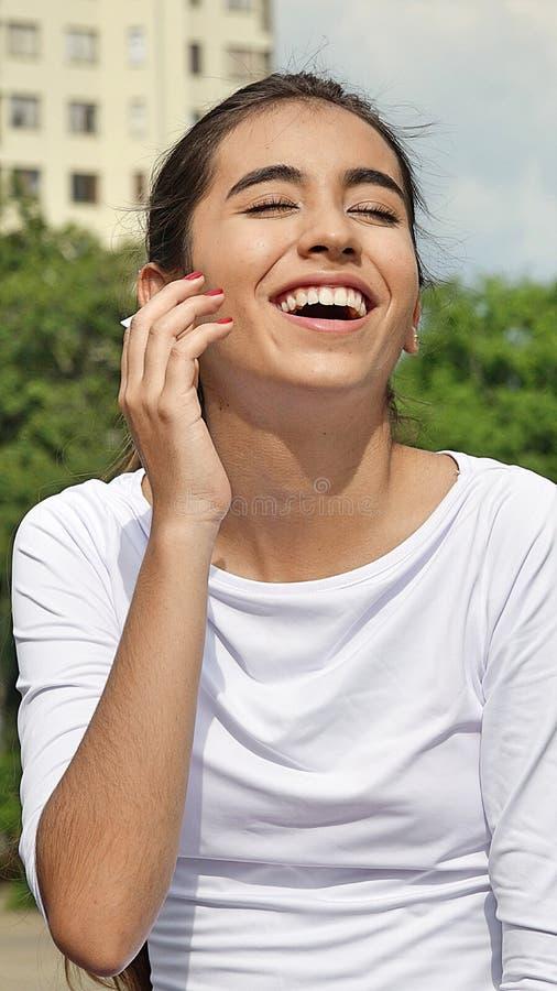 Download Het Mooie Tiener Vrouwelijke Lachen Stock Afbeelding - Afbeelding bestaande uit vrij, minderjarige: 107701203