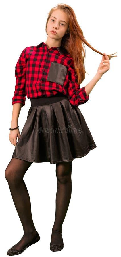 Het mooie tienermeisje in rood en de zwarte kleden status royalty-vrije stock afbeeldingen