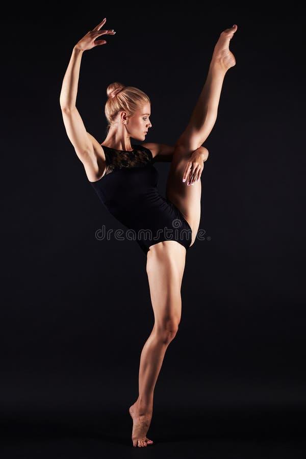 Het mooie turnermeisje dansen Ballerinavrouw royalty-vrije stock fotografie