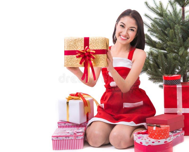 Het mooie van de de vrouwenslijtage van Azië kostuum van Santa Clause stock foto