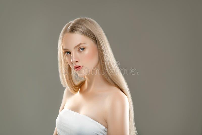 Het mooie van de het Portretschoonheid van het Vrouwengezicht Concept van de de Huidzorg met lang stock afbeeldingen