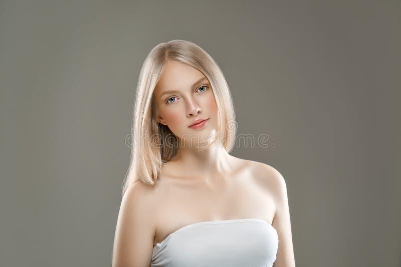 Het mooie van de het Portretschoonheid van het Vrouwengezicht Concept van de de Huidzorg met lang royalty-vrije stock foto